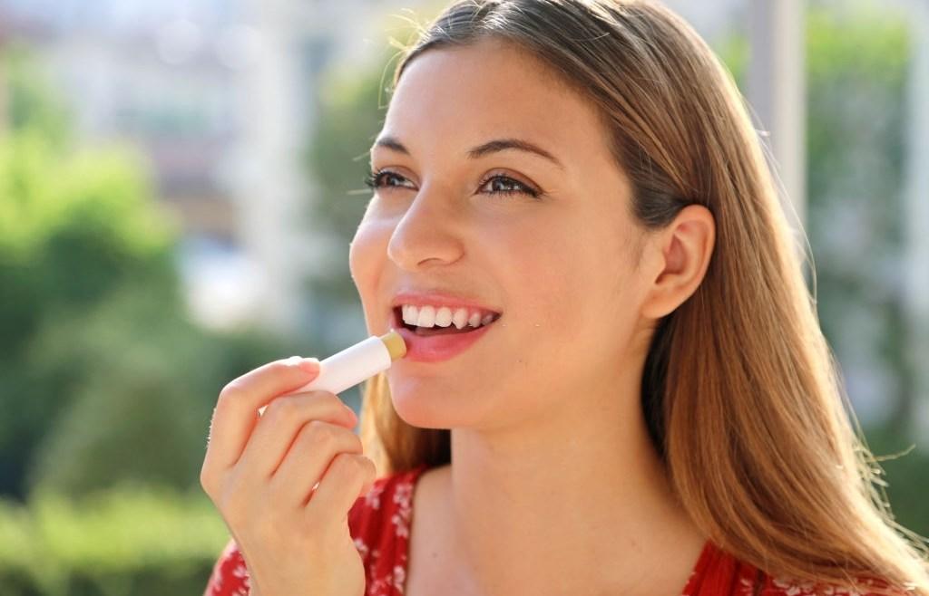 Masalah Bibir Kering dan Kaku, Kenali Penyebab dan Cara Mengatasinya