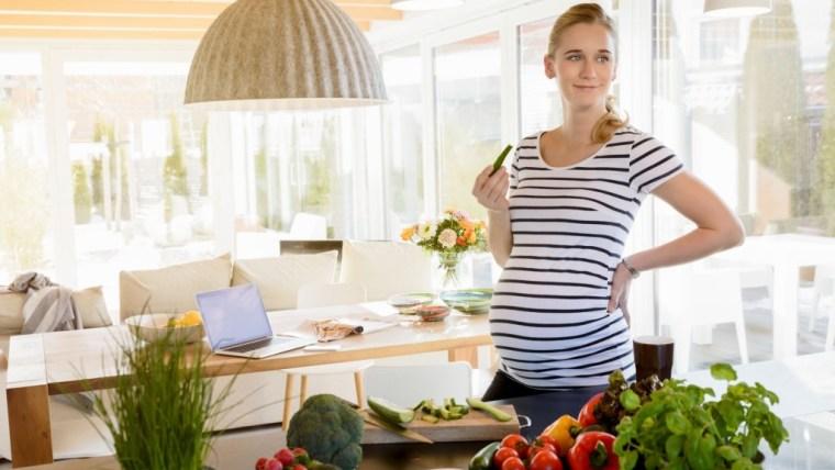 Kekurangan HB? Coba Konsumsi Makanan Penambah HB Ibu Hamil Ini Moms