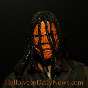 michael-myers-18-inch-figure-with-sound-by-neca-photo-by-matt-artz-for-halloweendailynews-com_0004