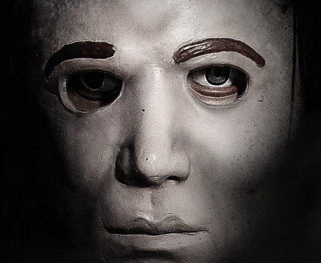 spirit-halloween-michael-myers-animatronic-prop-02