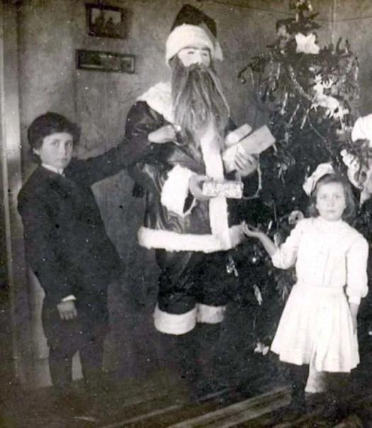 📷 the 13 most Disturbing Santa Claus Photos on the Net 🎅 4