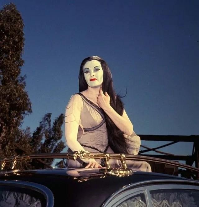 ? Amazing Color Photos of Lily Munster, Yvonne De Carlo 12