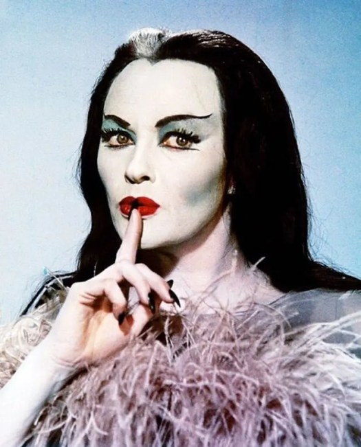 📷 Amazing Color Photos of Lily Munster, Yvonne De Carlo 3