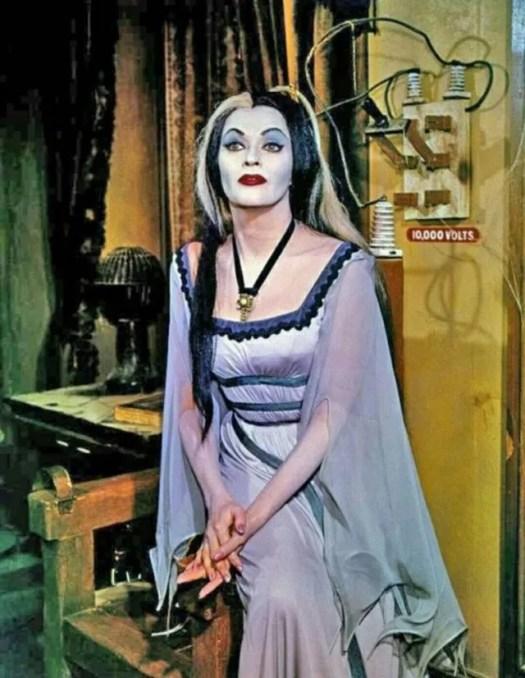 📷 Amazing Color Photos of Lily Munster, Yvonne De Carlo 6