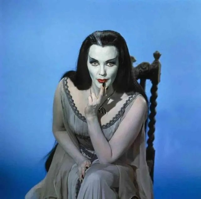 ? Amazing Color Photos of Lily Munster, Yvonne De Carlo 8