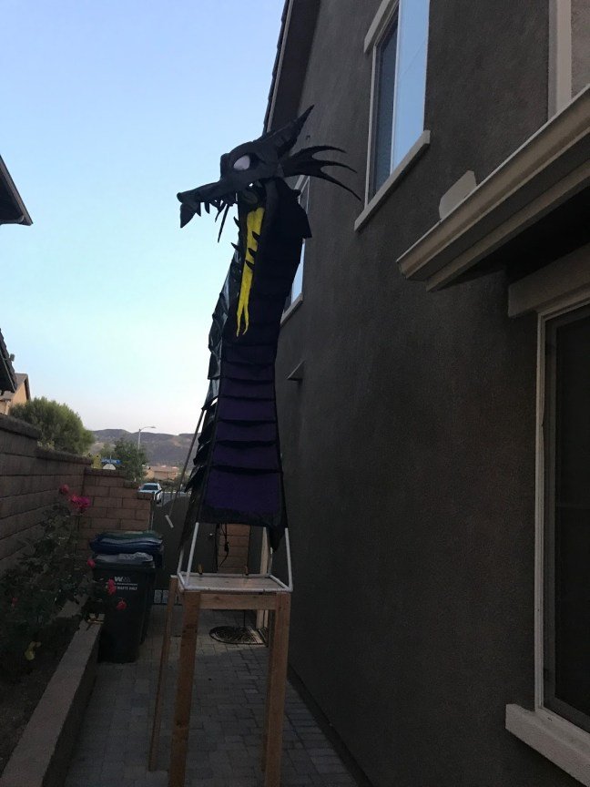 Animated Outdoor Dragon Halloween Prop Set Up