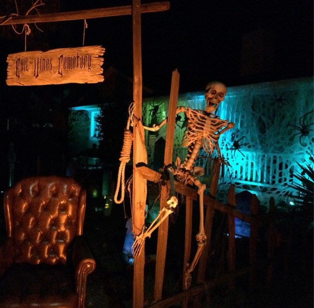 Evil Vines Cemetery Outdoor Yard Haunt Cemetery Skeleton With Noose at Gate