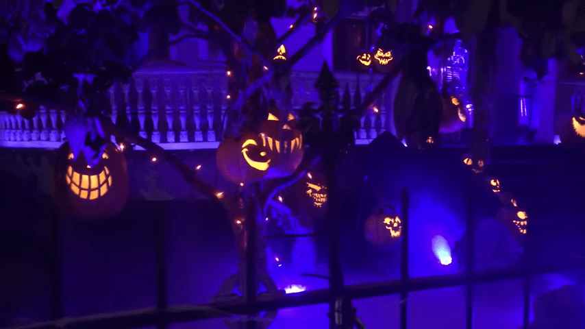 Ghost Manor Halloween Decorated House Show Close Pumpkins
