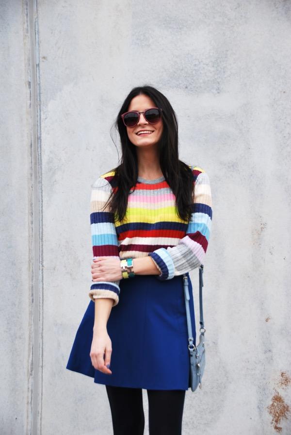 blogger in gap colorful stripe sweater