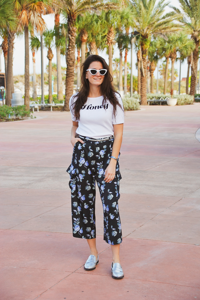 becken blue and white floral wide leg cropped cargo pants