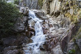 mountain-stream-952320__180