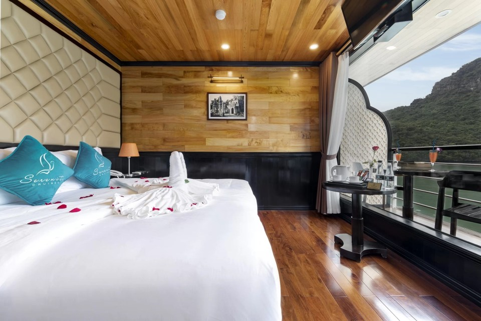 Senior Suite Cabin Halong Serenity Cruises