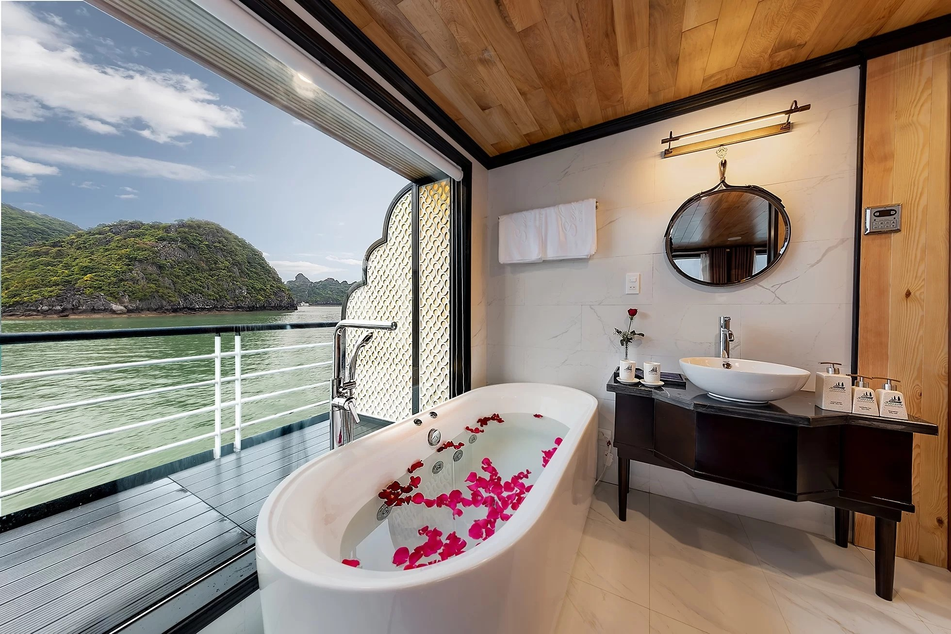 Terrace Moon Suite Bathroom