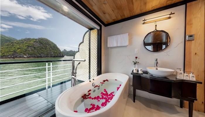 Terrace Moon Suite có phòng tắm