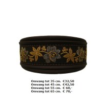 bruine halsband, martingale, bloemen