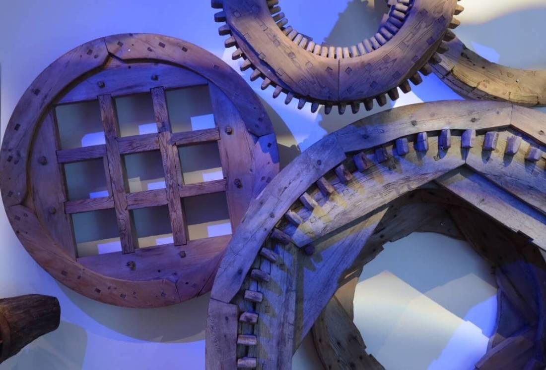 Hjul och kugghjul på vägg