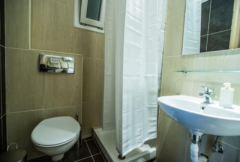 Studio 3 Bathroom