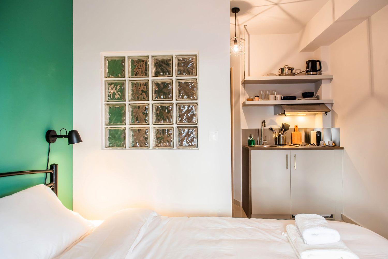 Studio 1 Queen Bed and Kitchenette