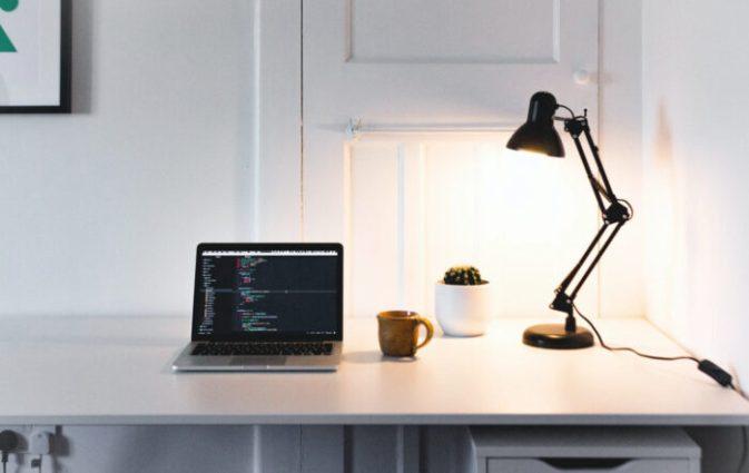 【テレワーク・学習用デスクライト】おすすめ8つ!おしゃれ・コスパ・LEDで厳選。目にも優しい最新ライト