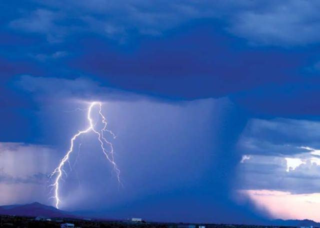 بادل کیسے پھٹتا ہے؟ جانیں کلاؤڈ برسٹ کے کیا نقصانات ہوتے ہیں اور اس نے پاکستان کے کن شہروں میں تباہی مچائی 2