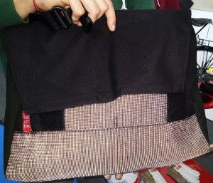 Reflektierende ursprünglich schwarze Tasche (hängt ganz links auf dem Bild weiter oben)