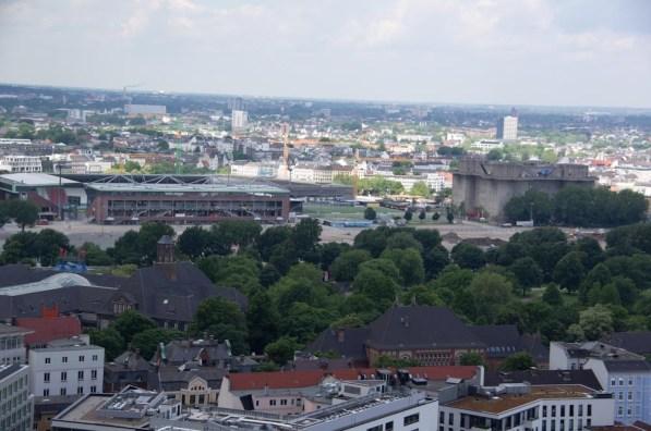 St.Pauli Stadion und Bunker and der Feldstrasse