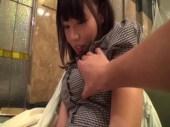大人気AV女優の浜崎真緒がホテルで彼氏とするようなラブラブセックスで痙攣イキしている羽目どり動画