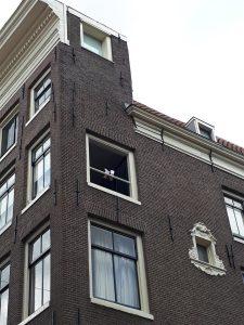ומה קורה שם באמסטרדם