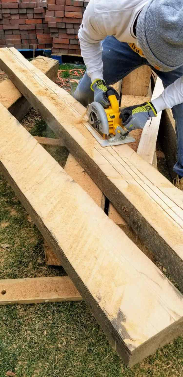 How to Install Barn Beams o a Ceiling