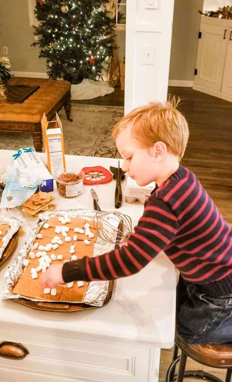 how to start a family christmas cookie tradition