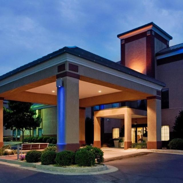 Days Inn & Suites – South Boston Virginia