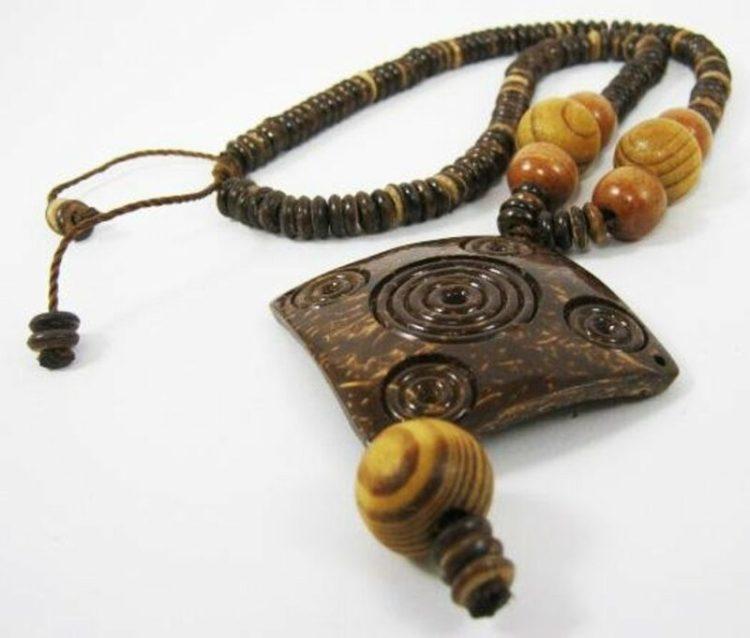 kerajinan kalung dari batok kelapa