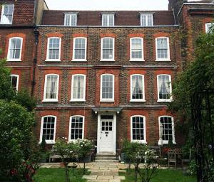 Hampstead Housesitters Housesitting Service