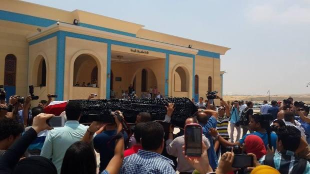 وصول-جثمان-الفنان-عمر-الشريف-إلي-مسجد-المشير-طنطاوي3