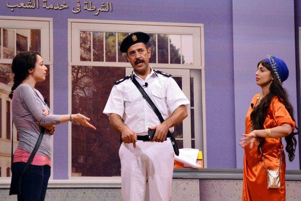 اشرف-عبد-الباقى-ونجمات-المسرحية