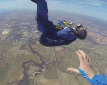 GUY HAS SEIZURE WHILE SKYDIVING - guy has seizure while skydiving