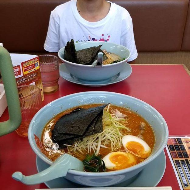 部活に宿題に頑張ってる坊主のリクエストでお昼は山岡家! 初めて唐味噌食べましたが、次は醤油に戻します。
