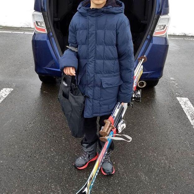 今シーズンのレンタルスキーを受け取りに来たよ。