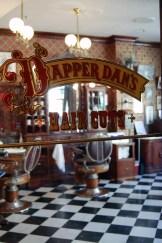 Le salon de coiffure à l'ancienne. Magnifique et fonctionnel !