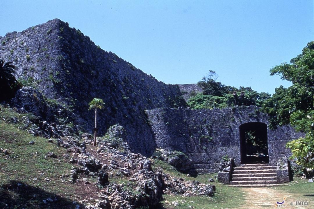 Nakagusuku Castle Ruins, Okinawa (Canva)