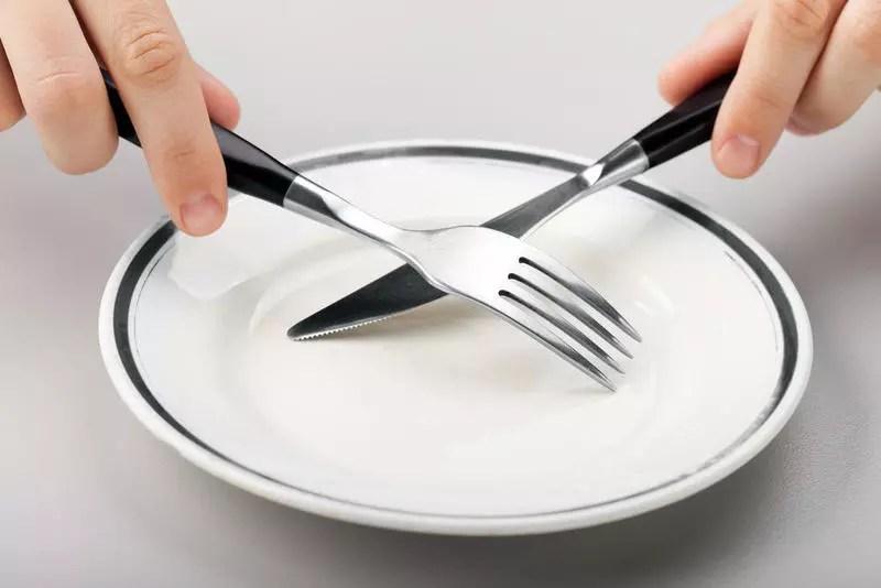 طريقة الاكل بالشوكه والسكين .. تعرفي عليها بالصور