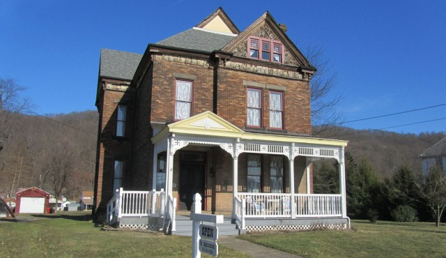 front view of Hancock County Museum