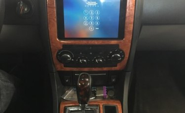 2008 Chrysler 300 iPad Integration