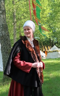 Marlein in her 16th c outfit