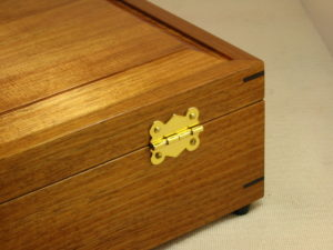 Close up of butterfly hinge on rear of tea box
