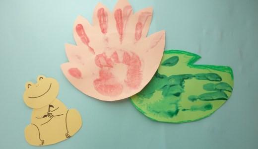 【手形アート】6月の壁面制作に!かえるの壁面飾り作り方