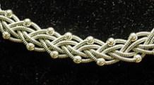 Halsband av tenntråd