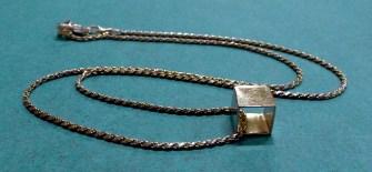 Silverhalsband med kub i silver