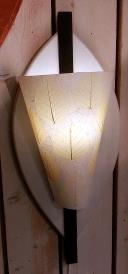 Vägglampa med utbytbar skärm