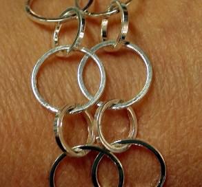 Armband av silverringar